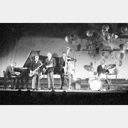 「アート・ブレイキーとジャズメッセンジャー」のカルテット(一番右がアート・ブレイキー)/(C)共同通信社