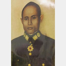 写真①ミャンマー・ネピドーの軍の博物館に展示されたアウン・サン将軍の写真(C)共同通信社