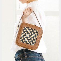 人気の「花組子」シリーズのバッグ(提供写真)