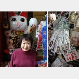 安田商店、ジュンの藤井潤子さん。右が疫病除けのアマビエ・ストラップ(提供写真)