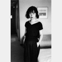 1984年、荒木と陽子が好きなバルチュスの展覧会を見るために神戸・京都を旅行。神戸のホテルで撮影した陽子(提供写真)