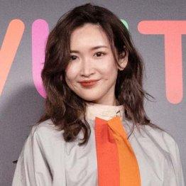 """紗栄子が未成年アーティストと""""禁断の恋""""…道義的責任は?"""
