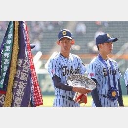 センバツで名を上げた石田(左)も県大会登板は1試合のみ(C)日刊ゲンダイ