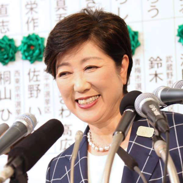 2017年6月の都議選で大勝し笑顔を見せる小池都知事(C)日刊ゲンダイ
