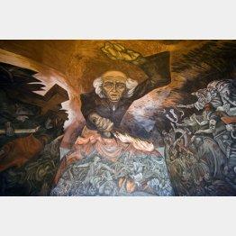 ①ハリスコ州庁舎内に描かれたイダルゴ神父の壁画(C)Album/Raga/Prisma/共同通信イメージズ