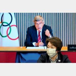 上意下達(橋本聖子組織委会長とIOCのバッハ会長)/(C)ロイター