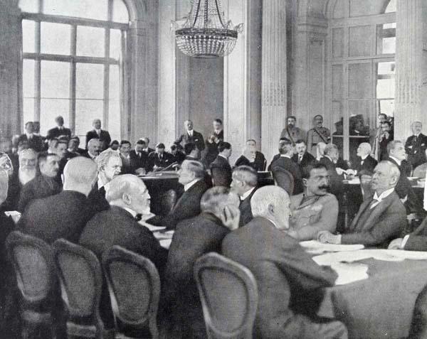 ベルサイユ講和条約 (C)World History Archive/ニューズコム/共同通信イメージズ