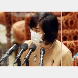 一部ボランティアへのワクチン接種を示した丸川珠代五輪担当相(C)日刊ゲンダイ
