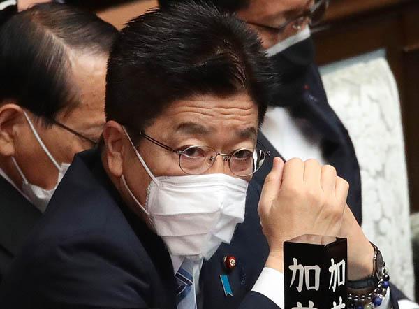 「監視強化」とは言うが…(加藤勝信官房長官)/(C)日刊ゲンダイ