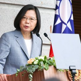 友情か政治利用か 台湾へのアストラワクチン支援に