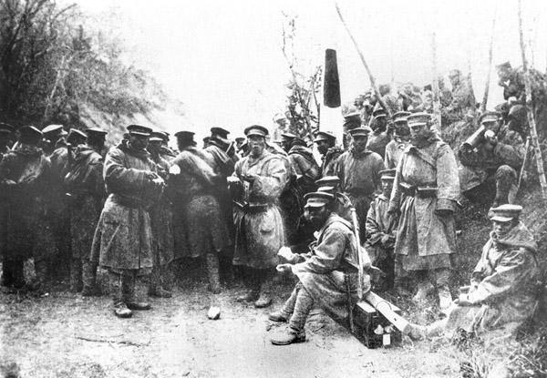 第1次世界大戦、青島を占領した日本兵たち(C)共同通信社