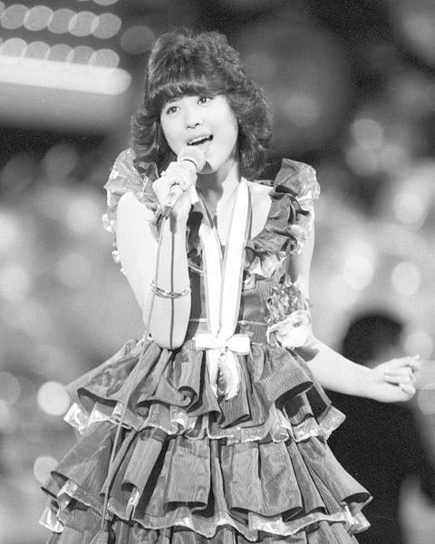 アイドル時代のずっとずっと前の話なのだ(日本歌謡大賞で歌う松田聖子=1981年)/(C)共同通信社