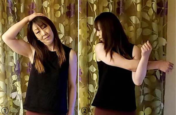 写真①首を伸ばすときは曲げる方の手を添えて 写真②左右の腕をしっかりと(C)日刊ゲンダイ