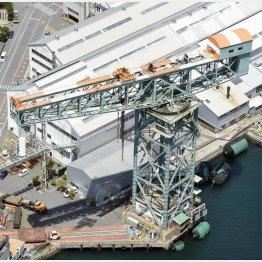 三菱重工業長崎造船所のジャイアント・カンチレバークレーン(C)共同通信社