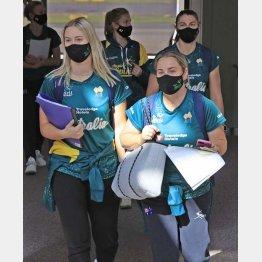 ワクチン接種など、世界に大幅遅れの日本では無理もないが(ソフトボールの女子オーストラリア代表選手たち)/(C)共同通信社