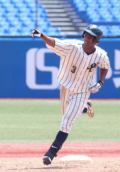10日の東農大北海道戦で大会2本目の本塁打を打ったブライト健太(C)日刊ゲンダイ