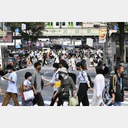 週末の人出はますます増加傾向が顕著(東京・渋谷)/(C)共同通信社