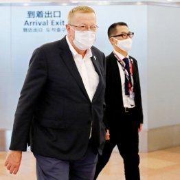 """IOCの尖兵""コーツ副会長来日 パパラッチが狙う夜の赤ら顔"