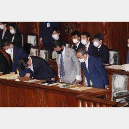 内閣不信任案を否決(C)日刊ゲンダイ
