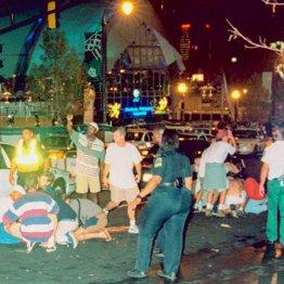 1996年、公園で行われたアトランタ五輪のイベント会場での爆弾テロ。負傷者を手当てする人たち