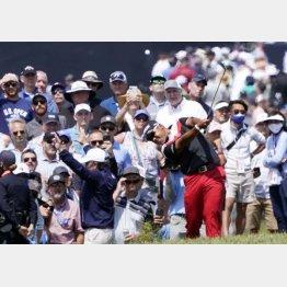 クセのあるグリーンに苦戦の松山(C)ロイター/USA TODAY Sports