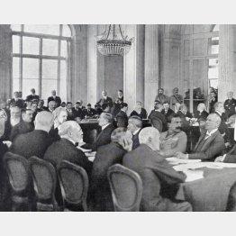 パリ講和会議で日本は不快感を表した…(C)World History Archive/ニューズコム/共同通信イメージズ