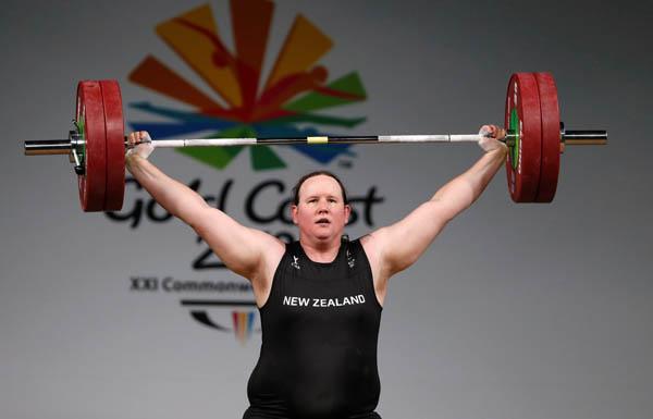 重量上げ女子87キロ超級に出場ニュージーランドのローレル・ハバード選手(C)ロイター