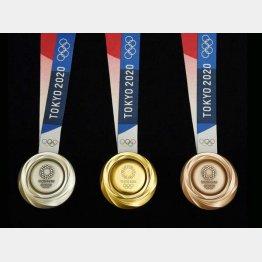 有力選手の辞退、調整の苦戦、コロナ禍が不公平さに拍車をかける(左から、東京五輪の銀、金、銅の各メダル)/(C)共同通信社