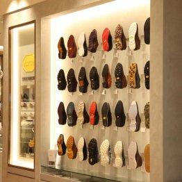 「靴底カスタム」が話題 ヴィブラム社のソールで若見えする歩き方に