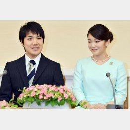 2017年、眞子さまと小室圭さんの婚約内定記者会見(代表撮影・JMPA)