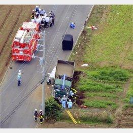 下校中の小学生の列にトラックが突っ込んだ事故現場(C)共同通信社