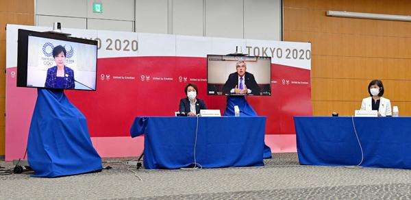 8日の5者協議に出席した丸川大臣(右)/(代表撮影)