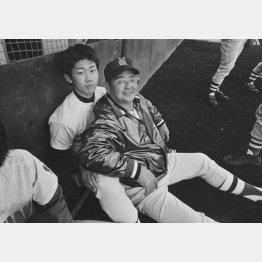 高校時代の松坂(左)と部長だった筆者(C)日刊ゲンダイ