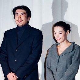 1998年11月14日の結婚記者会見(C)日刊ゲンダイ