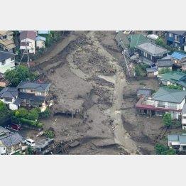 大規模な土石流が発生した静岡県熱海市伊豆山の現場(C)共同通信社
