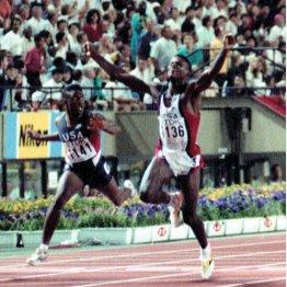 国立競技場でも(1991年世界陸上選手権男子100メートル決勝、カール・ルイス〈米、央〉が9秒86の世界新記録で優勝)/(C)共同通信社