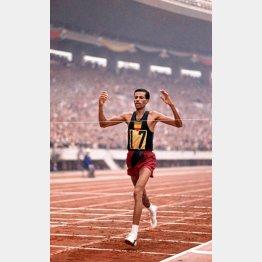 1964年東京五輪はプーマのシューズで(C)Popperfoto/ゲッティ/共同通信イメージズ