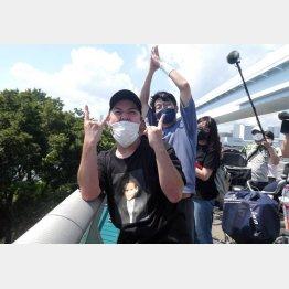 堀米ファンの木梨さん(左)と笹谷さん(写真)元川悦子