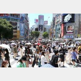 緊急事態宣言下でも渋谷はこの人出(C)日刊ゲンダイ