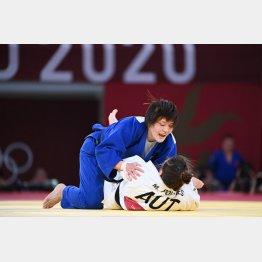 オーストリアのM・ポレレスを破り金メダルを獲得した新井千鶴(C)JMPA