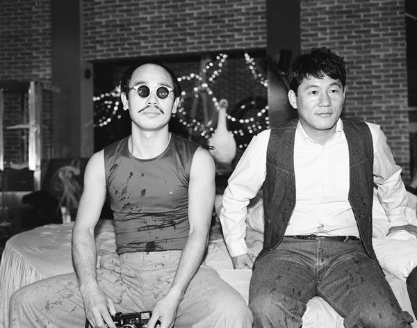 TV番組「オレたちひょうきん族」にゲスト出演した荒木。収録の合間にビートたけしさんと(1982撮影)/(提供写真)