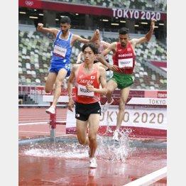 男子3000メートル障害予選、力走する三浦(C)共同通信社