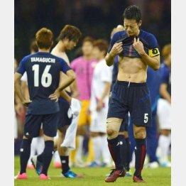 3位決定戦で韓国に破れて悔し涙のDF吉田(C)共同通信社