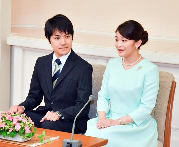 小室圭さん(左)と眞子さま(C)JMPA