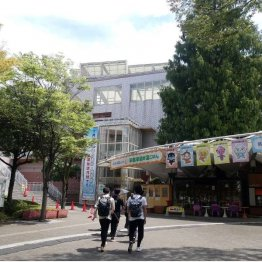 国立オリンピック記念青少年総合センターを利用する高校生たち(写真)元川悦子