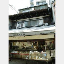 3階建てで、築100年強(C)日刊ゲンダイ