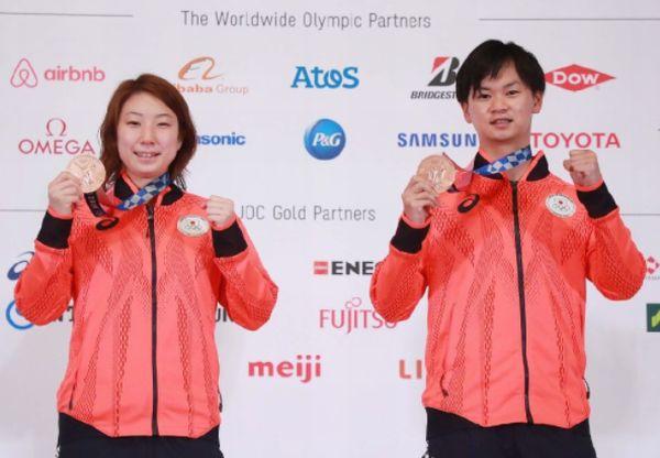 渡辺勇大(右)と東野有紗ペア(C)JMPA