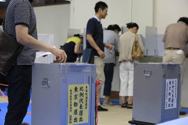 自民離れが10%か12%かで、政治的な結果は天と地ほども違ってくる(C)日刊ゲンダイ