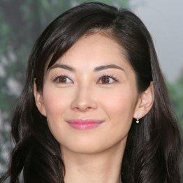 伊東美咲の12年ぶりテレビ復帰にザワつくファン…篠原涼子の離婚直後で憶測に拍車