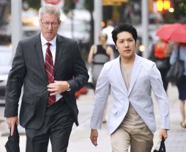 米ニューヨークのフォーダム大ロースクールに通っていた小室圭さん(右)=2018年8月(C)共同通信社